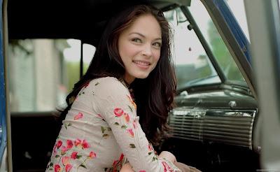 Kristin Kreuk Hollywood HD Wallpaper-21-1600x1200