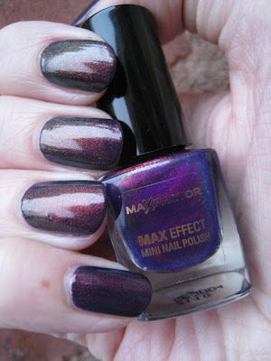 Max-Factor-Fantasy-Fire-Nail-Polish