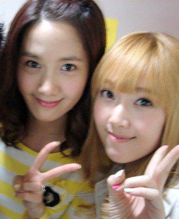 Novo SelCa da Yoona e Jessica juntas! Tumblr_lrazhcvwh71qcoxdoo1_400