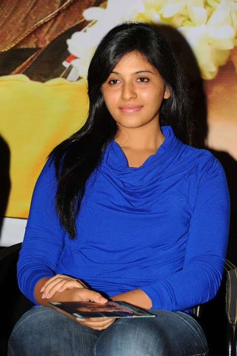 anjali beautiful looking unseen pics