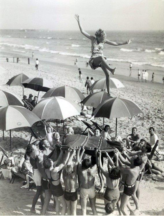 Muscle Beach, Santa Monica, CA, 1950s. | Vintage muscle
