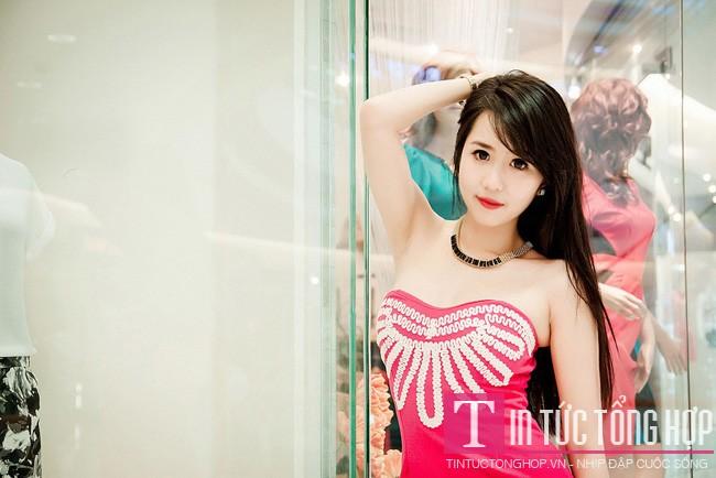 Hot girl Nu Phạm khoe ba vòng cực chuẩn