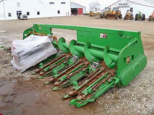 John Deere 608C corn head