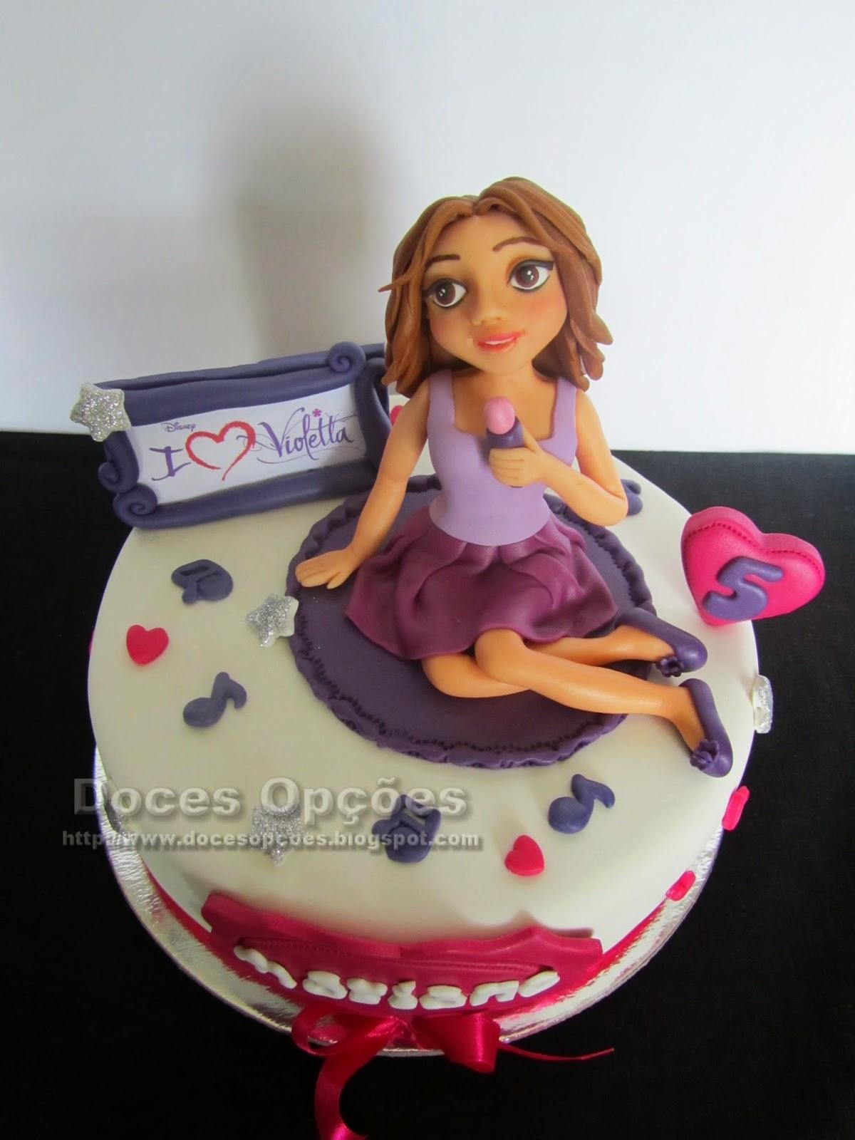Bolo aniversário com a Violetta