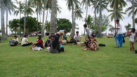 Weekend Di Pantai Sire
