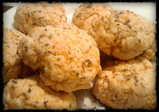 Recipe: Quick and easy dinnertime 'cheddah biscuits'