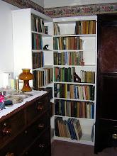 discreet corner bookcase