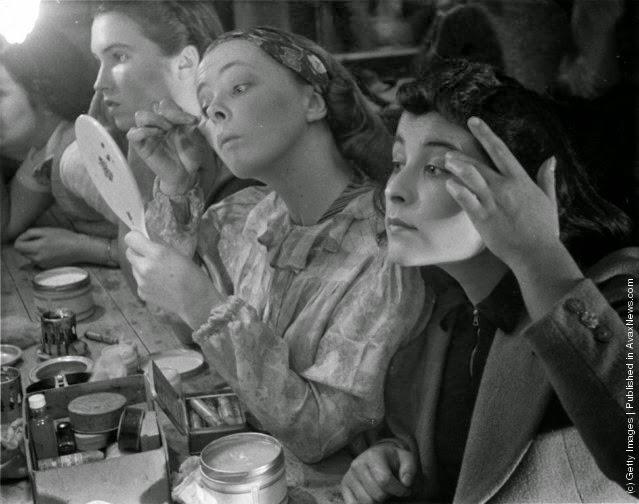 Fotografii de colectie cu studente din perioada 1920-1950