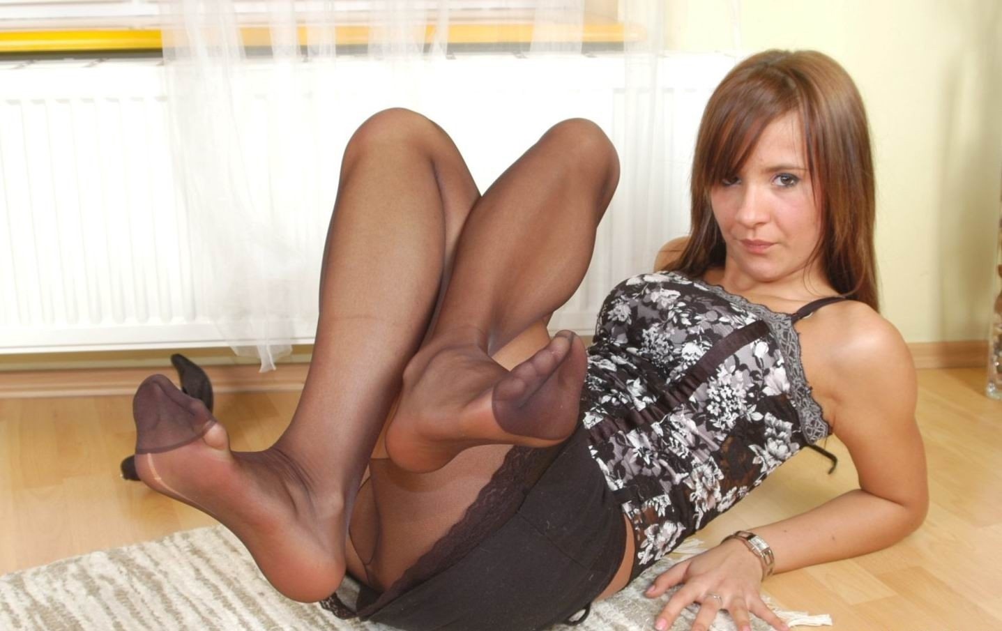 Rht pantyhose foot jobs She perfect!