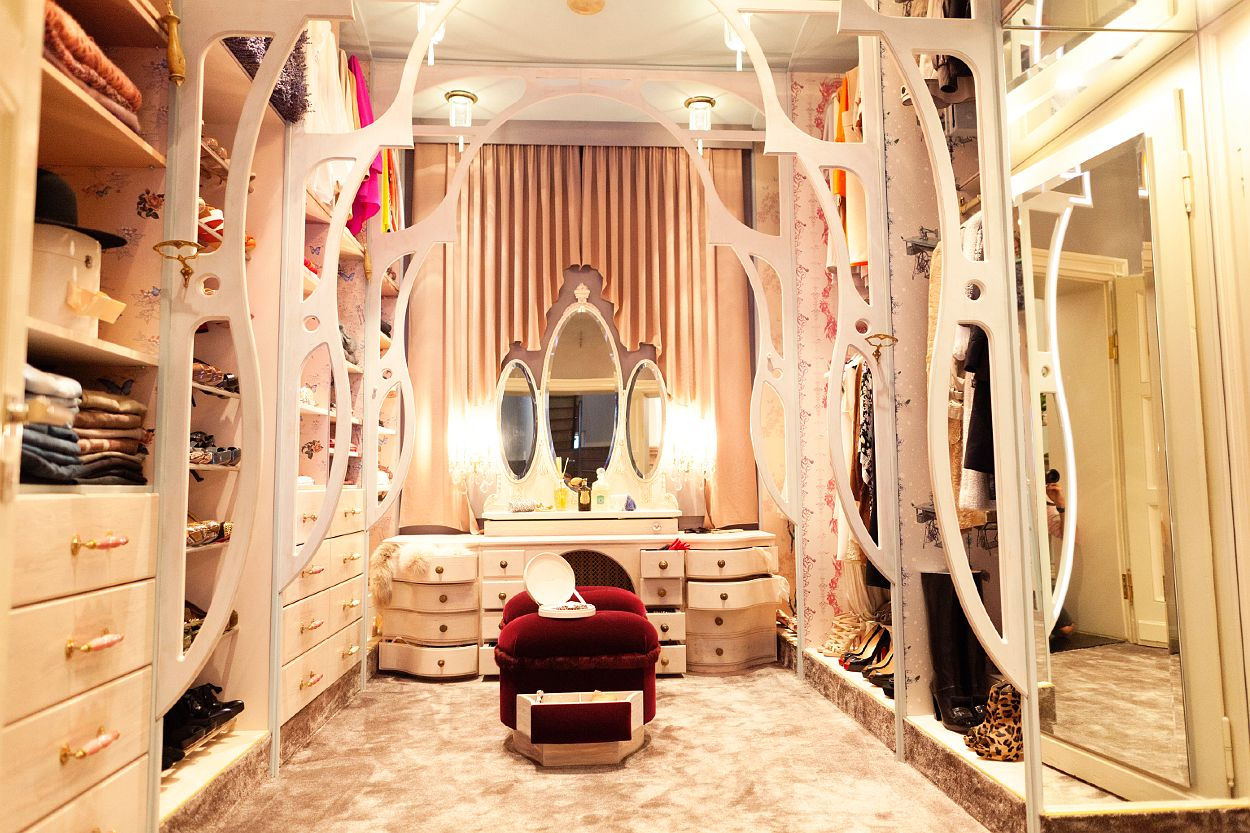 HOLLYWOOD CLOSET