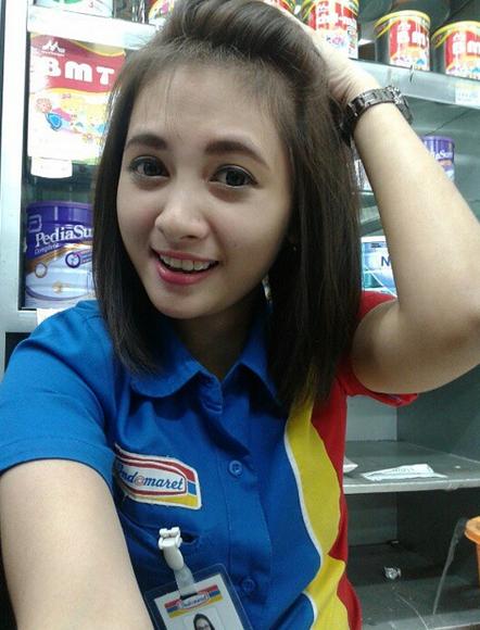Foto Cantik Siti Rohmah Kasir Indomaret