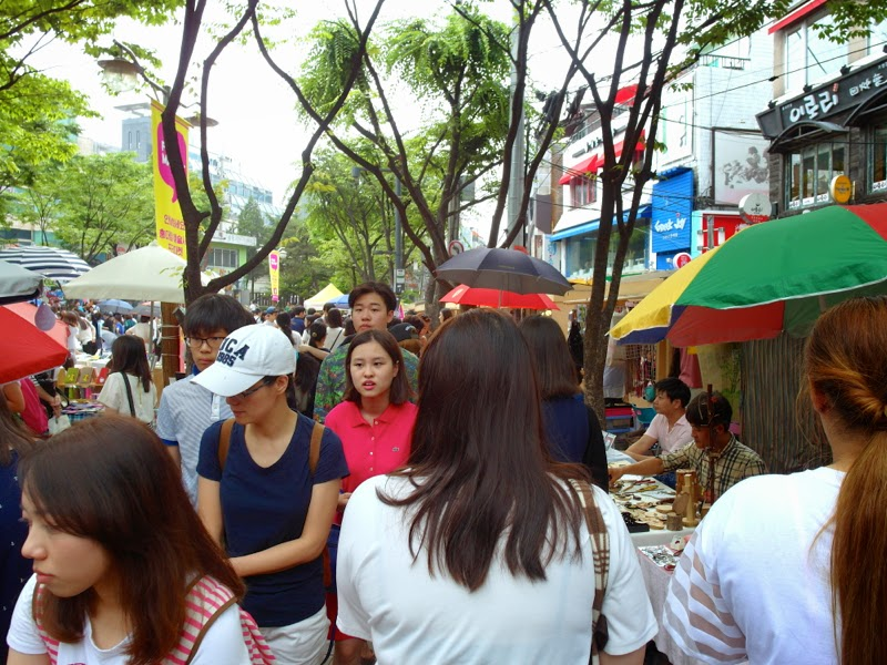 Ewha Summer Studies Hongdae Free Market Weekend Seoul South Korea lunarrive travel blog