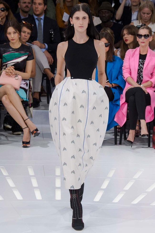 Dior 2015 SS Black Knit Top and Embroidered Tulip Skirt on Runway