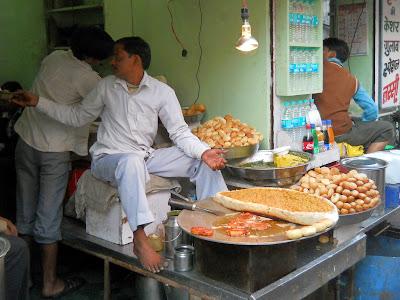 торговец сладостями в Индии