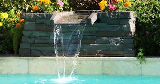 Cascata para piscinas com pedras