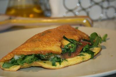 omelette prosciutto crudo, asiago e rucola