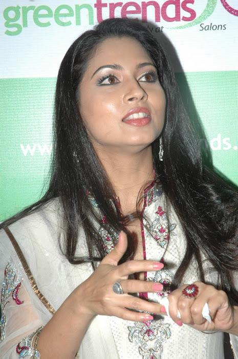 pooja actress pics