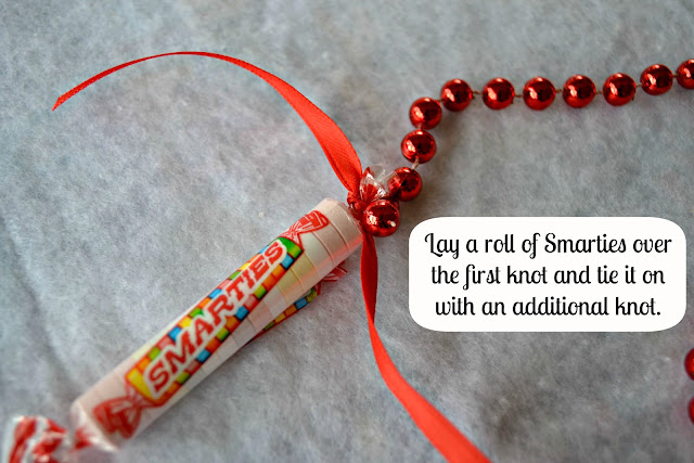 Mommy Testers #IAmASmartie Smarties Christmas Garland  DIY Craft Step 4