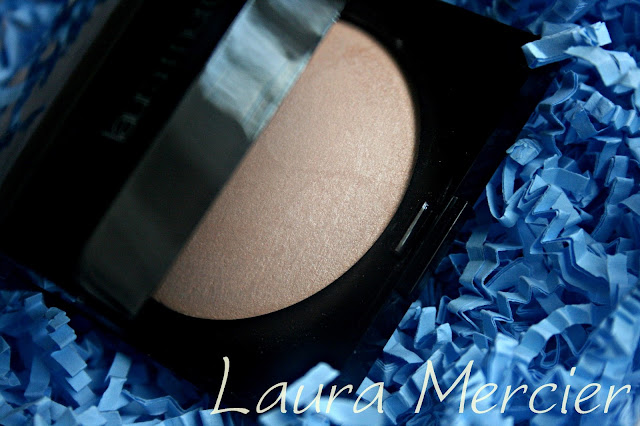Laura Mercier Matte Radiance Baked Powder in Highlight-01