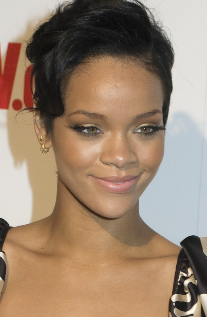 Rihanna Hairstyles Pictures 2012