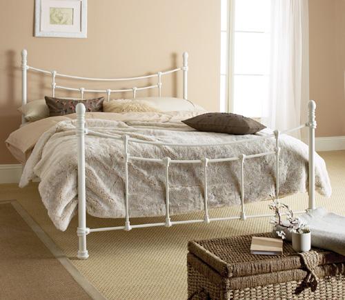 L gantes chambres avec des lits en fer forg d cor de maison d coration - Lit en fer forge blanc ...