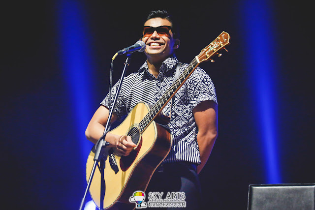 Noh Salleh, the main singer of rock band Hujan did the opening for Yuna Live In Malaysia Concert
