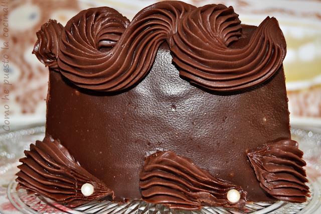 pastel-de-chocolate-y-avellanas-con-chocolate-trufado-de-peggy-porschen