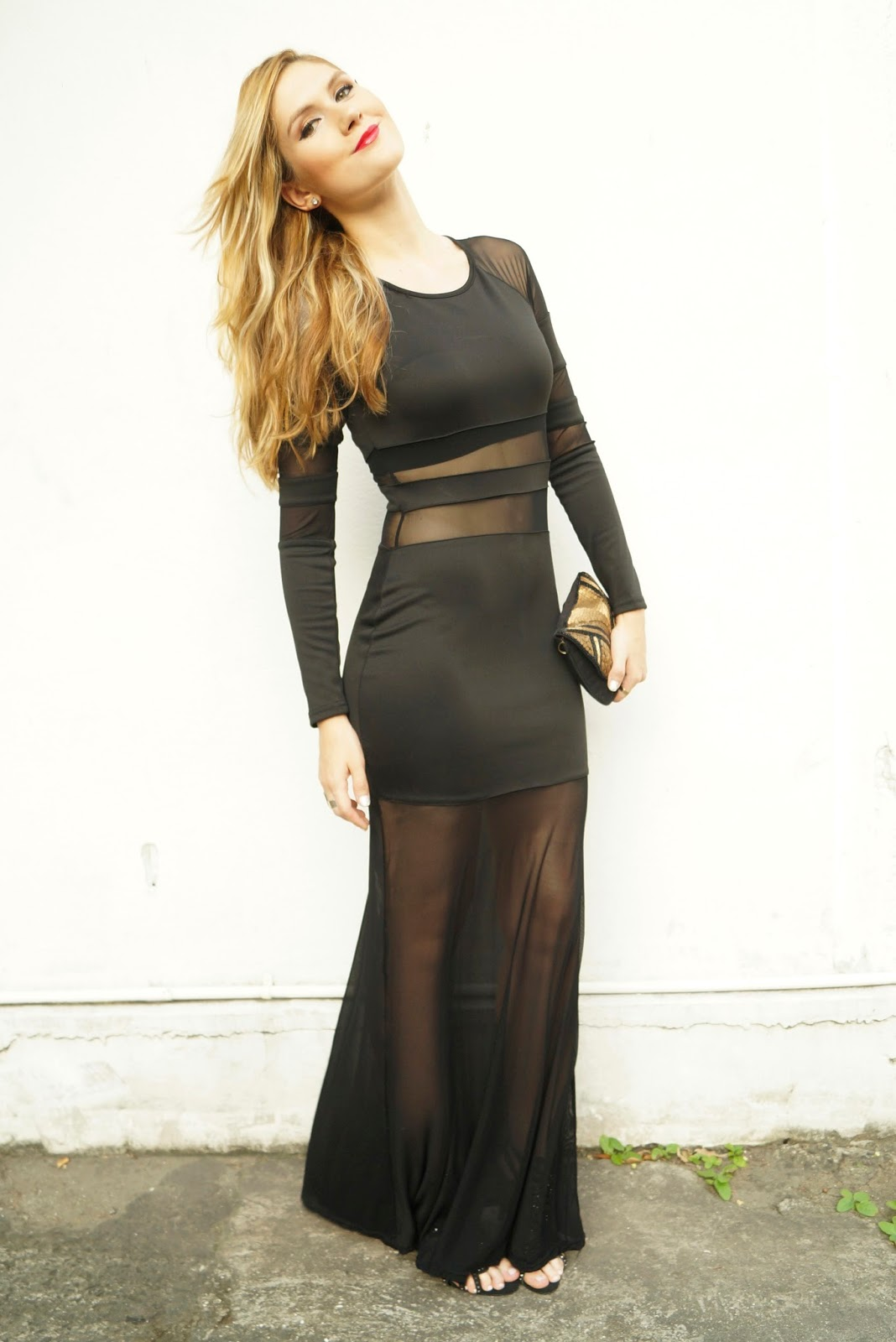 This black dress looks very sexy and it is super affordable!