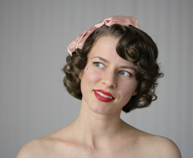Deliciously Cute 1940s Headband Bow #vintage #hair #1940s #hairstyle #pink #bow