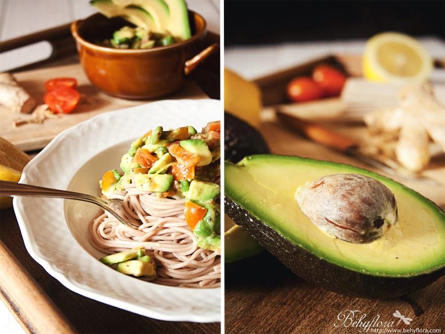 soulfood avocado pasta mit ingwer knusprig fein futter f r geist und k rper. Black Bedroom Furniture Sets. Home Design Ideas