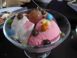 Cara Membuat Es Krim Tiga Rasa Untuk Keluarga