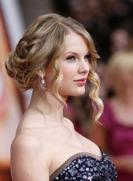 loose bun prom hair. taylor swift hairstyle in