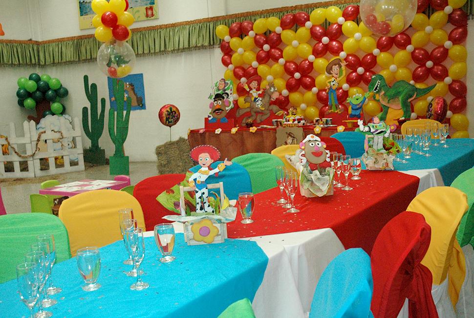 Decoracion para la mesa de story decoracion de fiestas for Decoracion de mesas para fiestas
