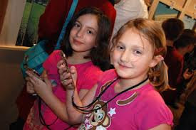 picture of two girls holding ipods