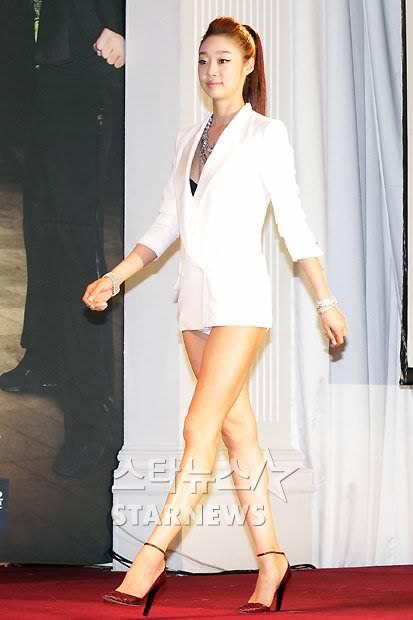 Ohsenyum.com: Ohsenyum : (4 gambar) Fesyen Terbaru Artis K-pop Seperti ...