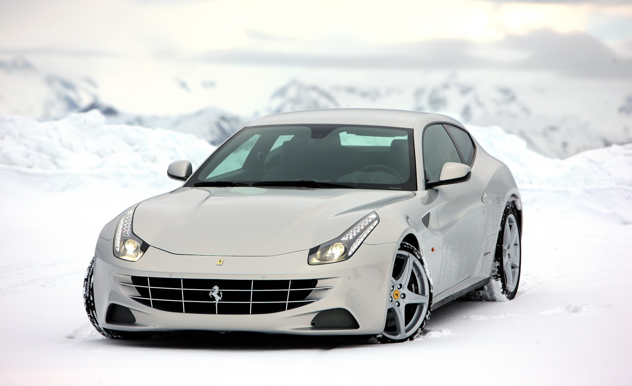 2012 Ferrari FF Sports Car Pictures