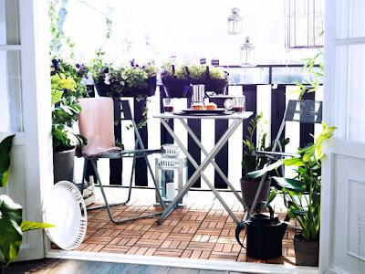 czarno biały balkon