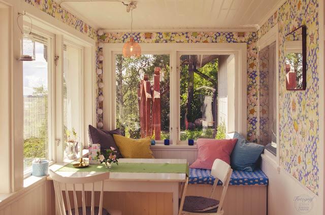 svenskt tenn, tapet, elefant, estrid ericsson, elefanttyg, eldblomma, blå, glasveranda, veranda, inredning, inspiration