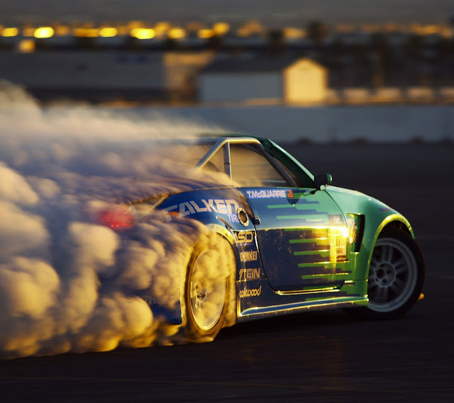 Galaxy S3 Wallpaper - Nissan 350Z Burnout