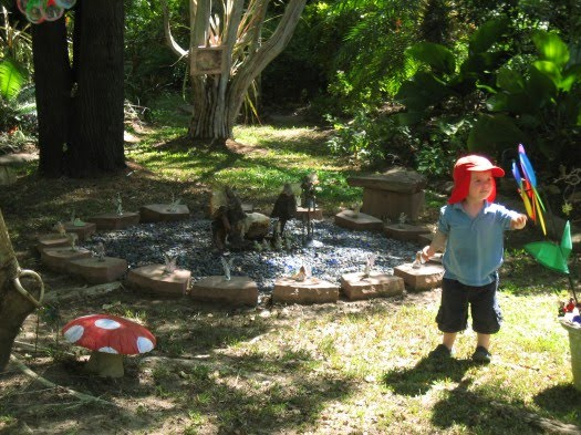 Eco smart parent elements of a child friendly garden for Child friendly garden designs