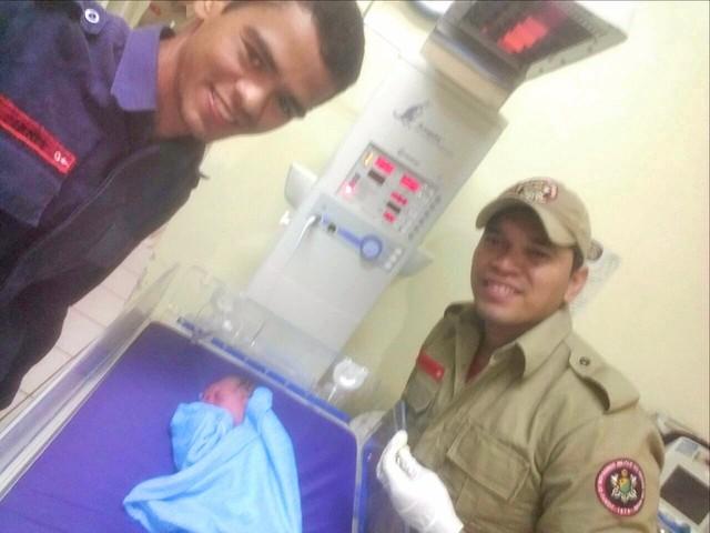 Mulher dá à luz dentro de ambulância a caminho de hospital no Acre