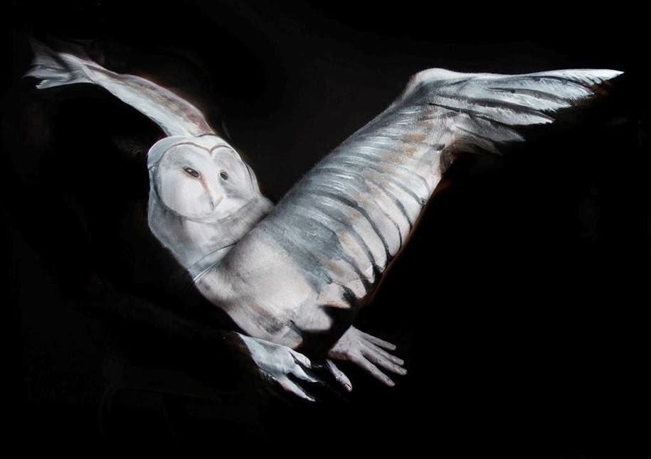 Lukisan Tubuh Manusia Merubah Orang Menjadi Burung Hantu