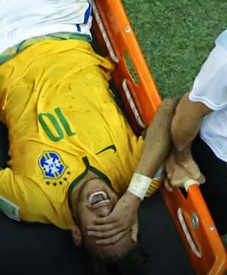 Craque Neymar fratura vértebra e está fora da Copa do Mundo