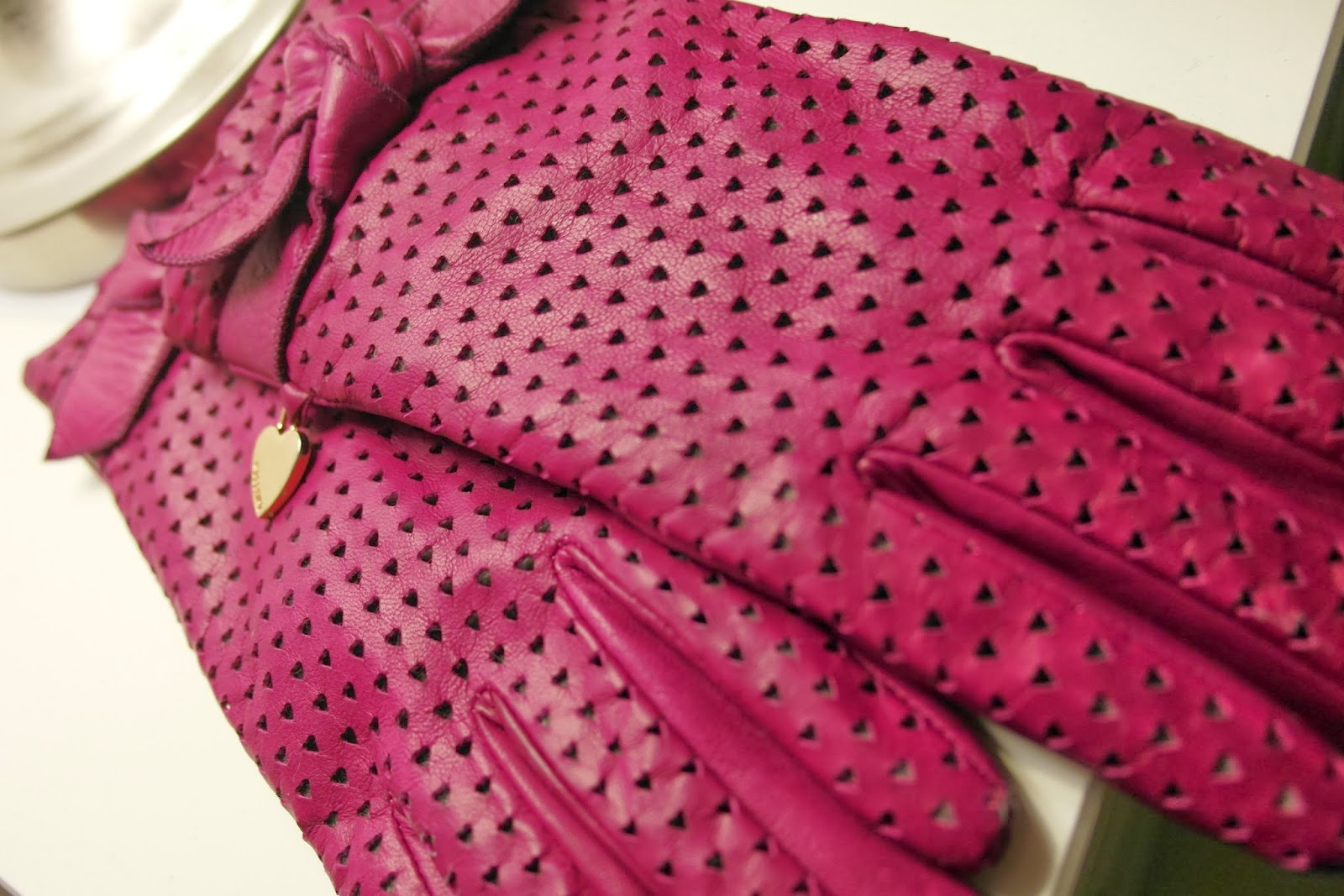 Moschino pink gloves
