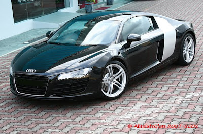 International Fast Cars: Audi r8 Black and White