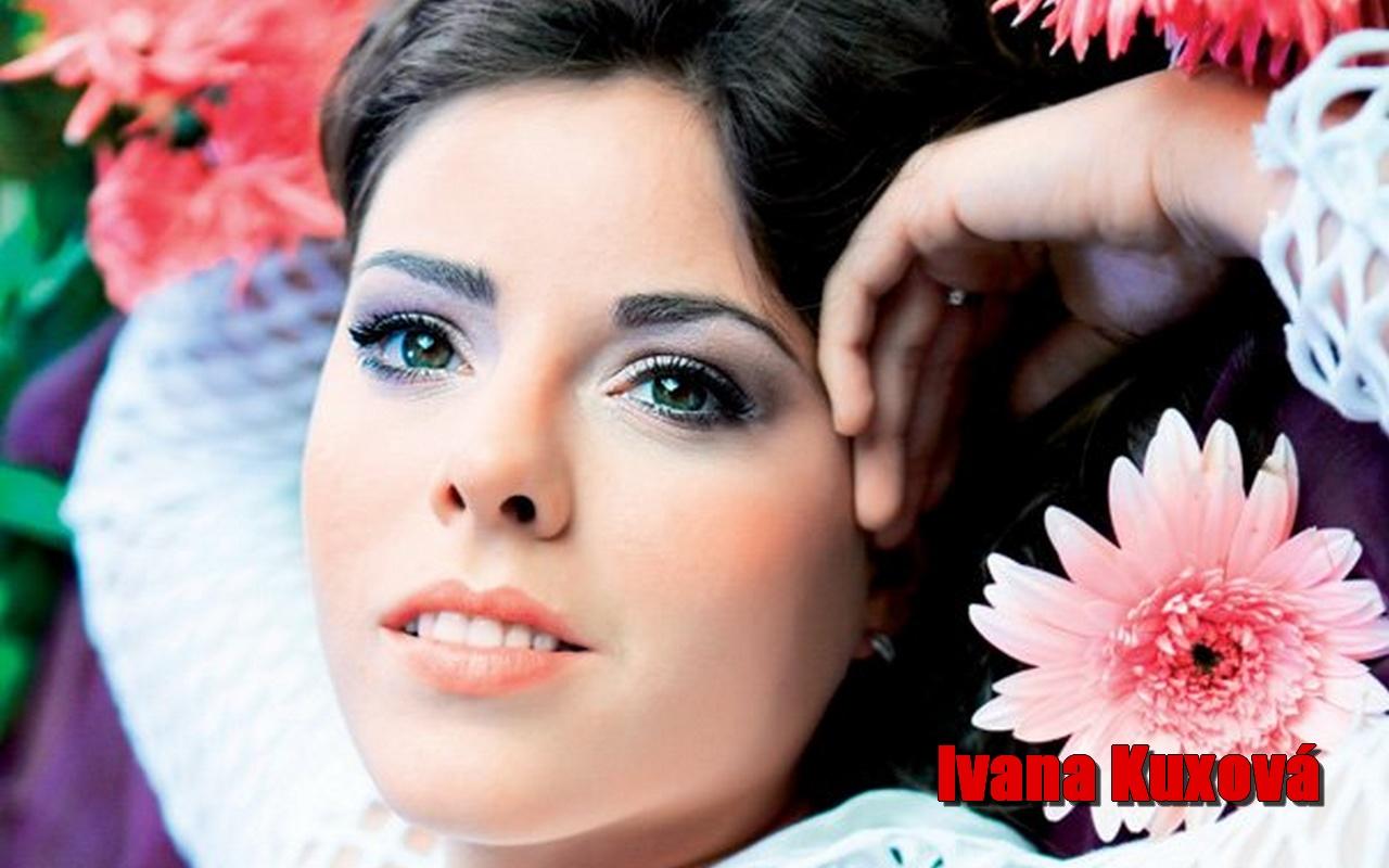 http://1.bp.blogspot.com/-MZvr_x4VRwY/TdqrNiMypXI/AAAAAAAAQ_U/3rwCUwNOX3U/s1600/Ivana%2BKuxova%2BWallpaper%2B1.jpg