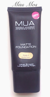 Matte Foundation de Mua Uk