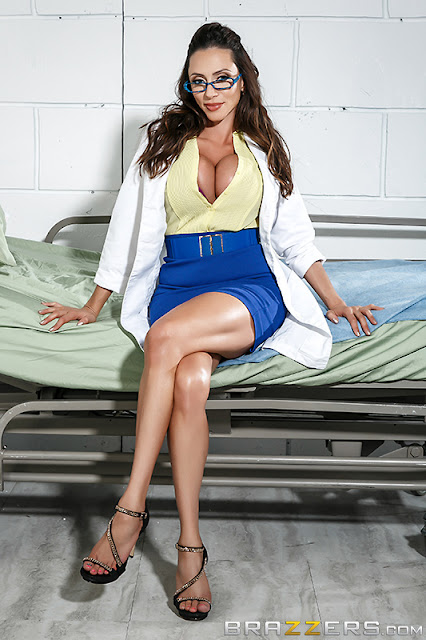 Ariella Ferrera - Doctor Adventures