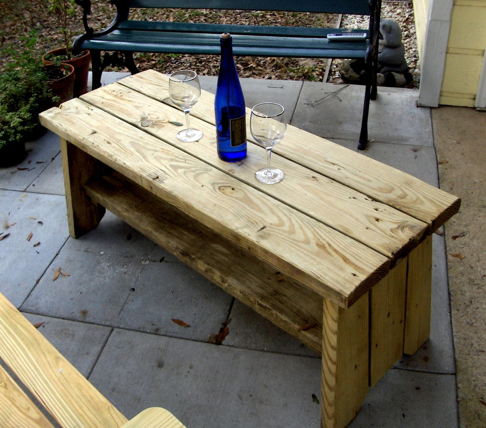 Unique rustic outdoor coffee table sarjaopascom for Unusual outdoor coffee tables