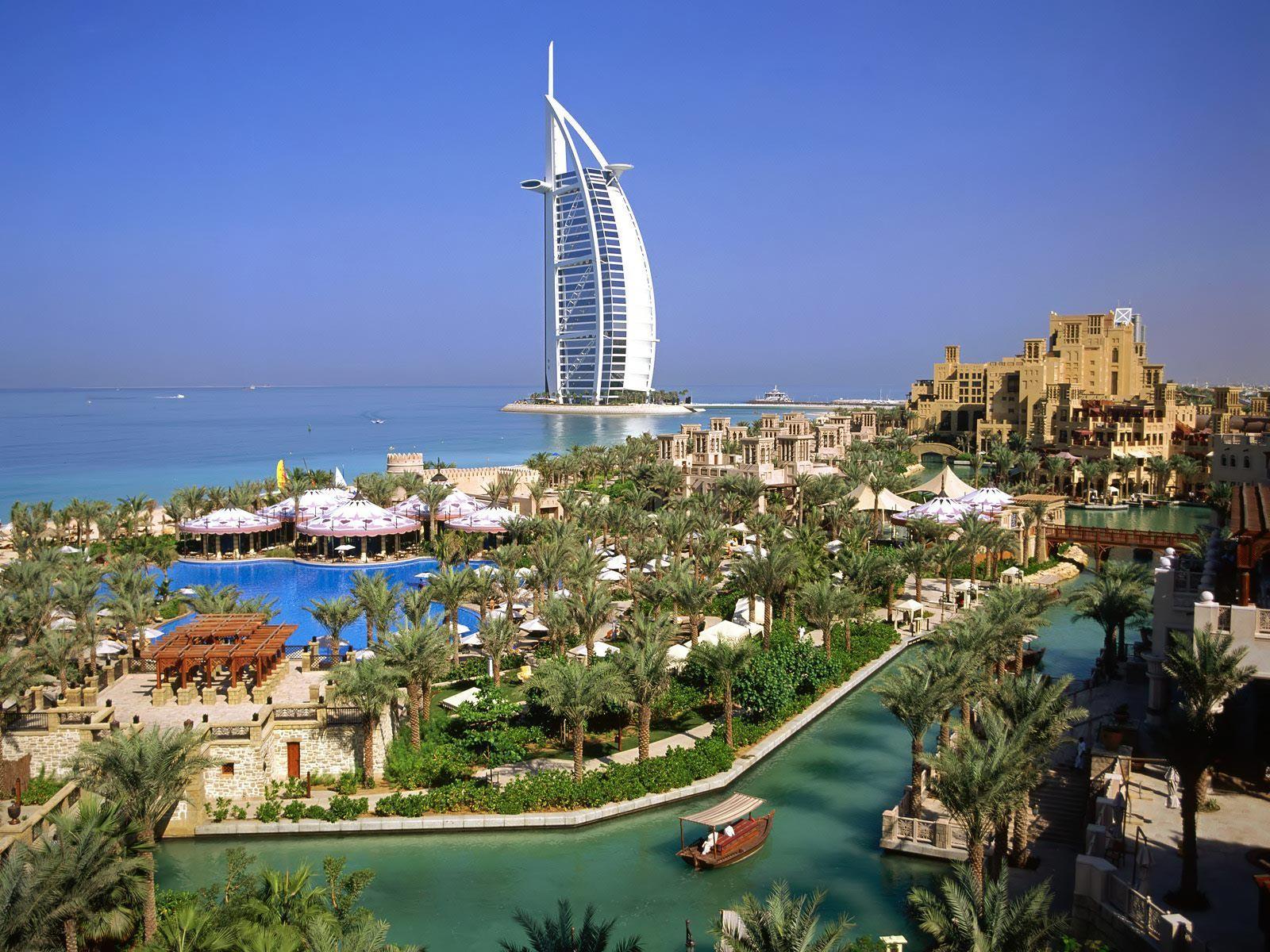 http://1.bp.blogspot.com/-M_MwSLyJ-ZM/TxLlKonMlII/AAAAAAAAAf0/MVHaisb5D9A/s1600/burj_al_arab_hotel_dubai-normal.jpg